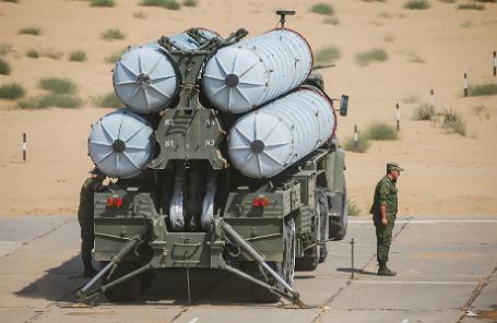 Зенитно-ракетный комплекс С-300 соединения противовоздушной обороны (ПВО).