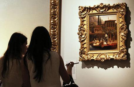 Посетительницы у картины «Восточная сцена. «Каик с турчанками».