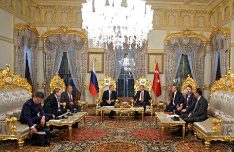 Президент России Владимир Путин встретился с президентом Турции Эрдоганом в Стамбуле.