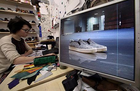 Дизайнер-конструктор обуви Екатерина Куклина в обувной мастерской Afour.