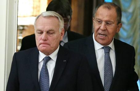 Министр иностранных дел и международного развития Франции Жан-Марк Эйро и министр иностранных дел РФ Сергей Лавров (слева направо).
