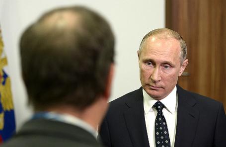 Владимир Путин отвечает на вопросы французских журналистов телеканала TF1.