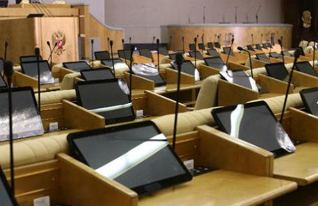 Планшеты для голосований в зале заседаний Государственной думы РФ.