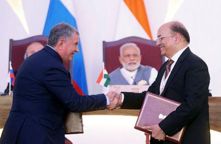 Исполнительный директор «Роснефти» Игорь Сечин и председатель правления ONGC Наренда Верма на саммите БРИКС в индийском Бенаулиме.