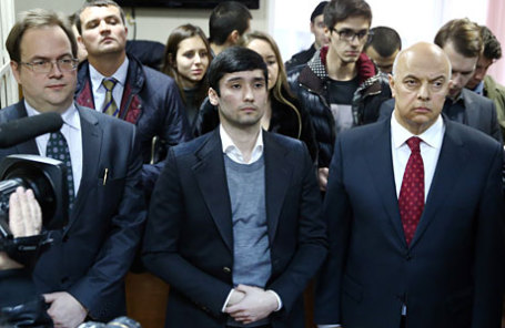 Оглашение приговора участникам гонки на внедорожнике Gelandewagen в Гагаринском суде. На фото: Руслан Шамсуаров (в центре).