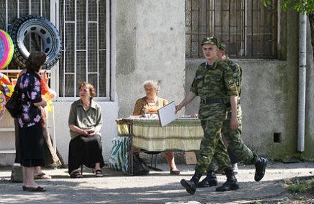 Абхазия. Сухуми. На одной из улиц города.