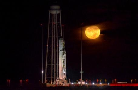 Ракета-носитель Antares с космическим кораблем Cygnus.