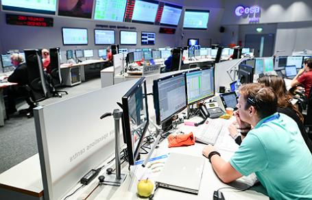 Наблюдение в Европейском космическом агентстве за спускаемым модулем Schiaparelli первой российско-европейской миссии «ЭкзоМарс».