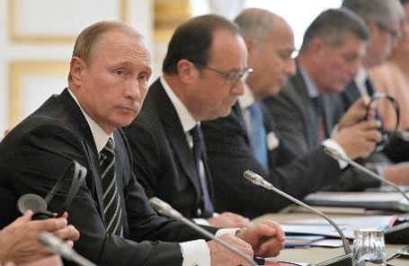 Президент России Владимир Путин, президент Франции Франсуа Олланд (слева направо) во время встречи лидеров «нормандской четверки».