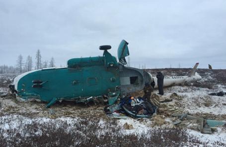 На месте крушения вертолета Ми-8 авиакомпании