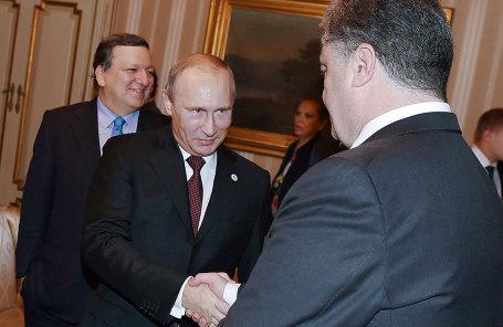 Президент Украины Петр Порошенко (справа) и президент России Владимир Путин.