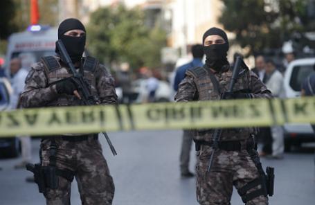Сотрудники правоохранительных органов на улицах Турции.