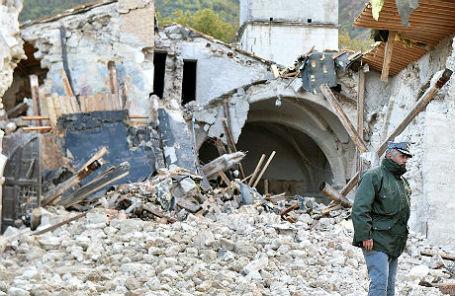 Церковь, разрушенная в результате землетрясения 27 октября, Кампи ди Норча, Италия.