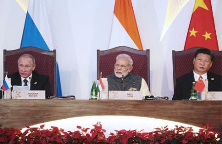 Президент России Владимир Путин, премьер-министр Индии Нарендра Моди и председатель КНР Си Цзиньпин.