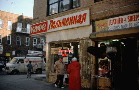 США. Брайтон-Бич — район Нью-Йорка, где селятся бывшие советские граждане.