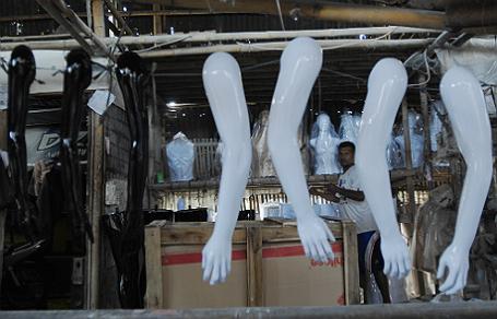 ВДублине кпосольствуРФ принесли «окровавленных» кукол