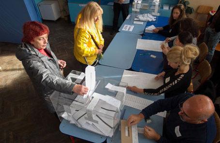 На избирательном участке во время выборов в Болгарии.