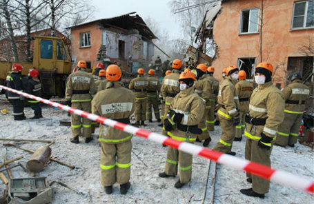 Спасатели на месте взрыва бытового газа в жилом доме на Минской улице, в результате которого погибли люди
