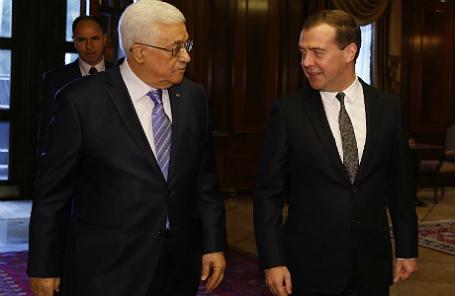 Глава Палестинской национальной администрации (ПНА) Махмуд Аббас и премьер-министр РФ Дмитрий Медведев (слева направо)