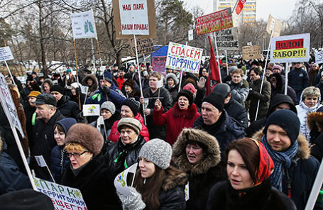 Митинг против строительства храма в парке «Торфянка» в Москве.