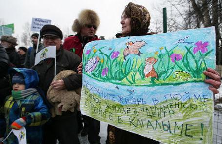 Участники митинга против строительства храма на территории парка «Торфянка» в Лосиноостровском районе.