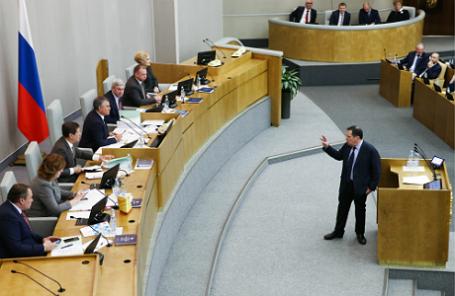Председатель комитета Госдумы РФ по бюджету и налогам Андрей Макаров (справа) на пленарном заседании Государственной думы РФ, посвященном рассмотрению проекта бюджета на 2017 год и на плановый период 2018-2019 годов.