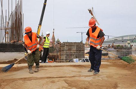 Рабочие на строительной площадке парка «Зарядье».