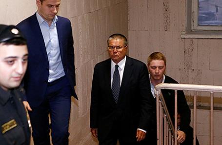 Алексей Улюкаев (в центре).