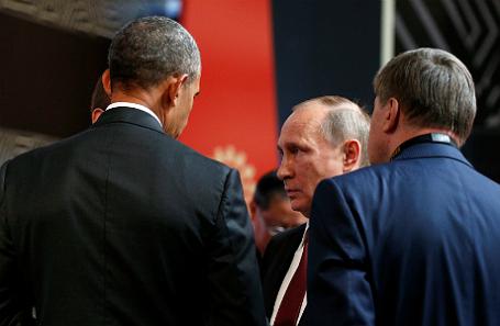Барак Обама (слева) во время разговора с Владимиром Путиным.