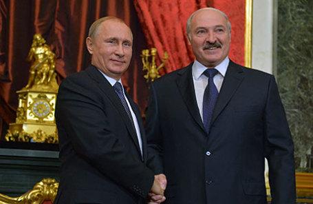 Президент России Владимир Путин (слева) и президент Белорусии Александр Лукашенко.