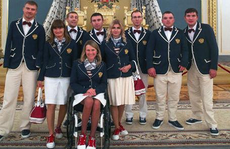 Члены паралимпийской сборной по летним видам спорта перед началом встречи с президентом в Кремле.