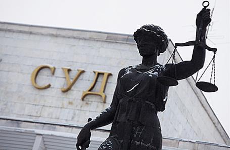 Всуде поделу сотрудника РБК задержали его четырех приверженцев