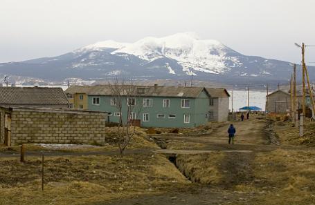 Поселок Южно-Курильск на острове Кунашир Курильской гряды.