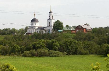 Вид на Преображенскую церковь в городе Радонеж.