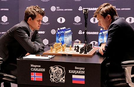 Магнус Карлсен и Сергей Карякин (слева направо).