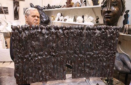 Макет скульптурной композиции «Стена скорби», которая будет сооружена в Москве в соответствии с Указом президента РФ Владимира Путина, в мастерской скульптора Георгия Франгуляна.