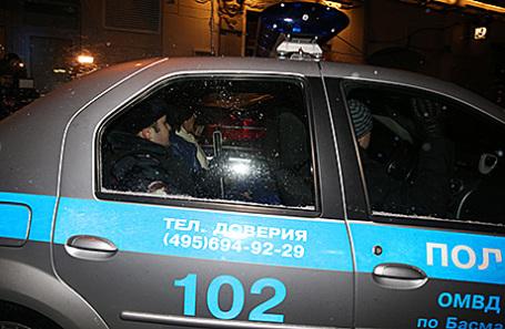 Полицейская машина, в которой увезли от здания Сбербанка лидера французской музыкальной группы Space Дидье Маруани, 29 ноября 2016.
