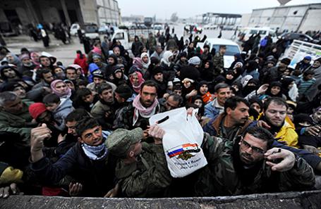 Раздача гуманитарной помощи в Алеппо, Сирия.