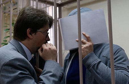 Фигурант дела о хищении госсредств в Минкультуры РФ Григорий Пирумов (справа) в Лефортовском суде.