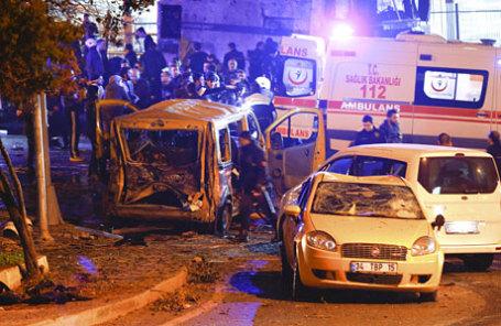 На месте теракта в Стамбуле.