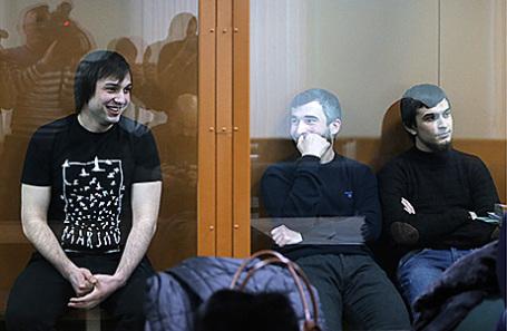 Мохмад Межидов, Эльман Ашаев и Аслан Байсултанов (слева направо) во время слушания в Московском окружном военном суде, 14 декабря 2016.