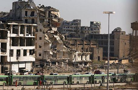 Эвакуация мирных жителей в Алеппо.