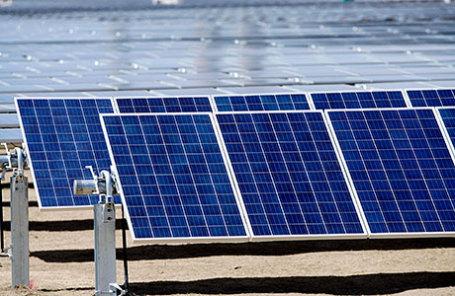 Солнечные панели, вырабатывающие энергию.