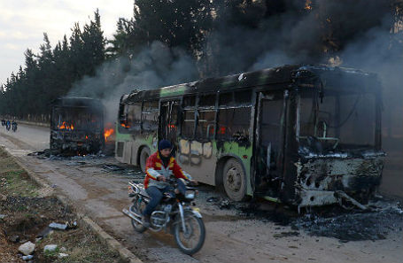 Сгоревшие автобусы, направленные для эвакуации жителей из деревень в провинции Идлиб.
