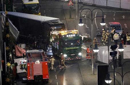 Место, где грузовик протаранил толпу в Берлине.