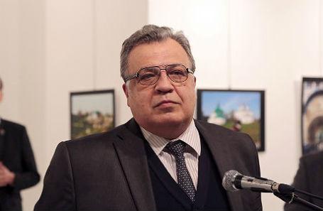 Андрей Карлов во время выступления на открытии фотовыставки «Россия глазами турок».