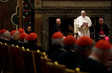 Папа Франциск выступает в Sala Clementina Апостольского дворца в Ватикане.