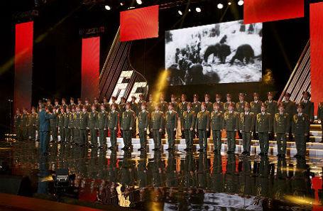 Выступление ансамбля песни и пляски российской армии имени Александрова.