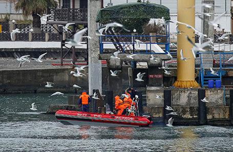 Cпасатели ведут поиск погибших в акватории Черного моря, где потерпел крушение самолет Ту-154.