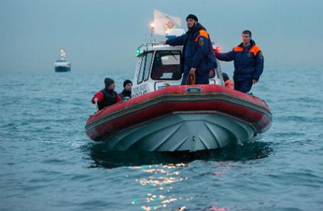 Поисково-спасательная операция на месте крушения самолета Ту-154 у побережья Сочи.